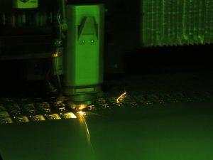 高反射材や難削材のレーザー切断も実現